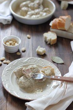 Albóndigas con salsa de cebolla y almendras
