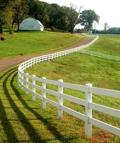 Super Genius Tips: Privacy Fence Vinyl Panels Garden Fence 3 Feet High.Privacy Fence Natural Fence Ideas On A Budget.Garden Fence Panels 6 X Country Fences, Country Farm, Country Life, Country Roads, Country Living, Country Estate, Esprit Country, Long Driveways, Farm Fence