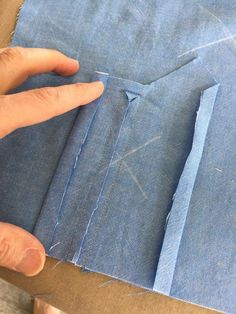 Sewing Techniques Couture How to Sew Professional Sleeve Plackets - Threads Digital Ambassador Peter Lappin writes about how to create a professional sleeve placket. Techniques Couture, Sewing Techniques, Sewing Hacks, Sewing Tutorials, Sewing Tips, Bags Sewing, Sewing Clothes, Leftover Fabric, Love Sewing