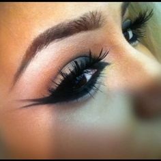 this would be great eye make up for a beautiful alien or for a fashion show