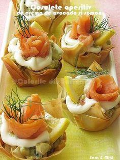 » Cosulete aperitiv cu crema de avocado si somonCulorile din Farfurie