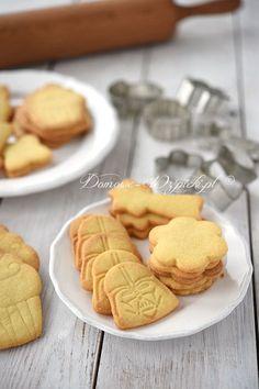 Kruche, chrupiące, delikatne ciasteczka maślane. Są bardzo proste i szybkie do przygotowania. Z ciasta można wykrawać foremkami dowolne kształty. Można...