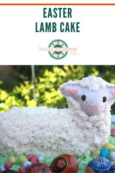 An Easter Lamb Cake is a popular centerpiece in many Polish homes. It's a tradition that followed the Polish diaspora to the United States. Side Recipes, Great Recipes, Yummy Recipes, Recipies, Polish Desserts, Polish Recipes, Easter Salad, Lamb Cake, Polish Easter