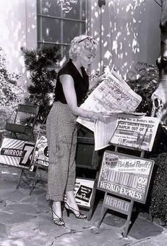 Marilyn reading before meeting Philippe Halsman (the photographer)