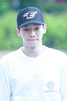 Chen - 160617 KBS Music Bank, commute Credit: 제트. (KBS 뮤직뱅크 출근길)