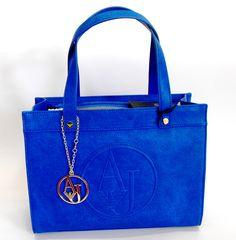 Royal blu mi piaci tu: colore moda spring-summer 2015!!♥ Tra qualche giorno disponibile online su http://www.goldenchic.it/ la nuova collezione di borse firmata Armani Jeans #goldenchic #thestoreofyourdreams #borse #accessori #modadonna #madeinitaly #brand #fashion