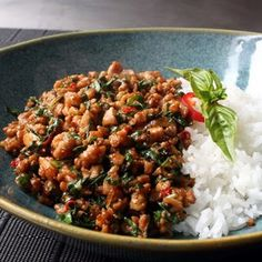 Spicy Thai Basil Chicken (Pad Krapow Gai) - This is the best Thai chicken recipe we've tried yet. Asian Recipes, Healthy Recipes, Ethnic Recipes, Healthy Thai Recipes, Thai Street Food, Thai Dishes, Asian Cooking, Cooking Lamb, Chicken