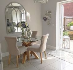Designing your way around a small dining space Glass Dining Table, Dining Nook, Dining Decor, Dining Room Design, Home Living Room, Apartment Living, Living Room Decor, Small Dining, Decoration