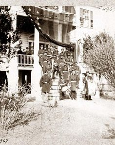 Union soldiers on front steps of Cuthbert house