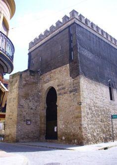 Sevilla Marchena Museo Lorenzo Coullaut Valera se encuentra situado en el interior de la Puerta de Morón, una de las Puertas de entrada del viejo recinto amurallado de esta localidad.