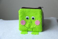 Porte-monnaie grenouille en feutrine verte et rose : Porte-monnaie, portefeuilles par katagena7