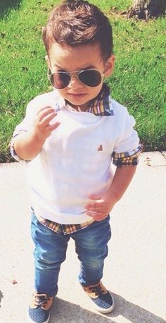Toddler aviators and preppy sweater (even though the sunglasses would be broken by noon). Little boy fashion. I hope my little boy looks like that. Toddler Boy Fashion, Little Boy Fashion, Fashion Kids, Toddler Boys, Baby Boys, Boys Fashion Summer, Toddler Boy Style, Baby Boy Style, Toddler Chores