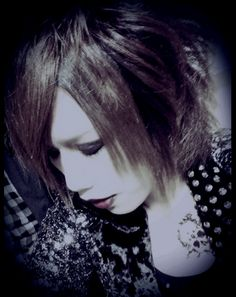 Mitsuki, vocalist of DELACROIX. He's super talented and I really love this band. They formed in 2009 and only now they're finally getting the attention they deserve (: I can't wait for their first full album that comes out 27th of August this year!! #visualkei #mitsuki #delacroix
