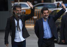 """Los independentistas catalanes llaman a la movilización por el encarcelamiento por sedición de los líderes de la ANC y Òmnium (""""L..."""
