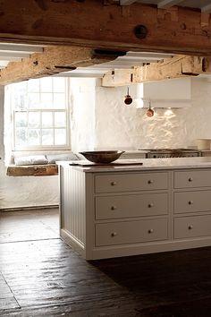 The cotes mill shaker kitchen cocinas rústicas de devol kitchens rústico Cottage Kitchens, Home Kitchens, Farmhouse Kitchens, Devol Kitchens, Design Living Room, Shaker Kitchen, Kitchen Island, Built In Cabinets, Cupboards
