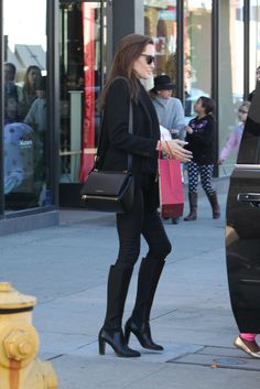 Angelina Jolie Style - Shopping at M. Fredric in Los Angeles, Dec. Angelina Jolie Style, Outfits and Clothes. Angelina Jolie Fotos, Angelina Joile, Angelina Jolie Style, Elegant Outfit, Fashion Killa, Minimalist Fashion, Minimalist Style, Capsule Wardrobe, Dress To Impress