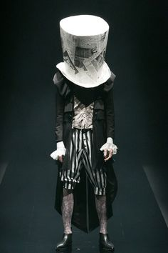[No.24/63] alice auaa 2013春夏コレクション | Fashionsnap.com.  Start with a gigantic, paper hat?
