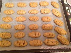 ...Γίνετε   Χριστούγεννα χωρίς μελομακάρονα? Φυσικά και όχι....  Και του χρόνου να είμαστε γεροί!  Μου αρέσει το καρύδι στη ... Cookies, Desserts, Recipes, Food, Crack Crackers, Tailgate Desserts, Deserts, Biscuits, Cookie Recipes