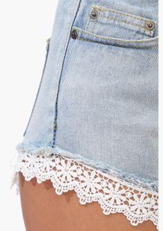 Denim short with crochet trim hem ✿⊱╮Teresa Restegui http://www.pinterest.com/teretegui/✿⊱╮