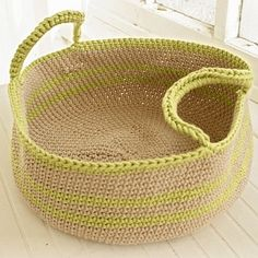 Crochet Basket with Handles - free pattern with crochet vegetables. Crochet Bowl, Knit Or Crochet, Crochet Crafts, Crochet Hooks, Crochet Projects, Crochet Baskets, Crochet Fruit, Crochet Storage, Crochet Purses