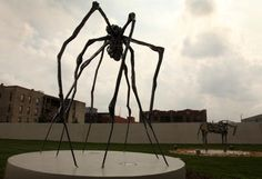 louise bourgeois Art Installations, Installation Art, Louise Bourgeois Maman, Flying Flowers, Paradox, Inspiring Art, Teaching Art, Public Art, Spiders