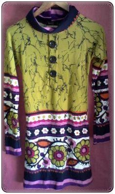 Vestido de manga larga con cuello suelto y botones en el pecho como detalle. Estampados de diferentes diseños y colores. Talla:M. 95% Viscosa, 5% Spandex  - Manga: Larga http://www.aleko.kingeshop.com/Vestido-Emily-dbbacaanb.asp