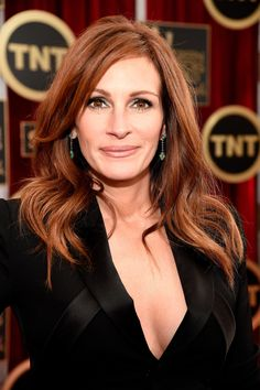 Julia Roberts knows how to make her brown eyes pop with a smoky shadow look.