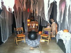 Haunted House For Kids, Haunted House Decorations, Scary Halloween Decorations, Halloween Haunted Houses, Haunted Garage, Garage Party Decorations, Office Decorations, Garage Halloween Party, Disney Halloween