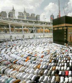 Salaah, Masjid-Al-Haram, Makkah. Masjid Al Nabawi, Masjid Haram, Mecca Masjid, Baye Fall, Mekkah, Islamic Wallpaper, Mecca Wallpaper, Beautiful Mosques, Islam Religion