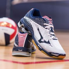 Rep your country and dominate the court in the shoes of the elite — Mizuno Wave Lightning Z2 'Stars and Stripes'.