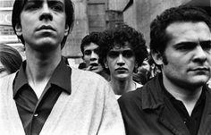 © Foto de Evandro Teixeira/CPDOC-JB.  Edu Lobo, Caetano Veloso e Othon Bastos na Passeata dos Cem Mil. Rio de Janeiro, 1968.