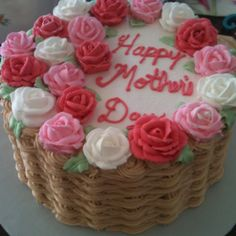 Happy Mother's Day basket weave cake with royal icing roses #CakeDecorating #MothersDayCake