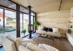 Kontio Glass House -huvilat yhdistävät tyylikkäästi hirren ja lasin / Kontio Timber Logs, Timber Walls, Grands Salons, Tiny House Loft, Compact House, Philip Johnson, Concrete Building, Unique Buildings, Glass Roof