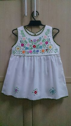 Pin by Karla Calitri Formigo on costura y tejido Cute Baby Dresses, Little Girl Dresses, Cute Outfits For Kids, Toddler Outfits, Toddler Fashion, Kids Fashion, Baby Girl Dress Patterns, Kurti Neck Designs, Kids Frocks