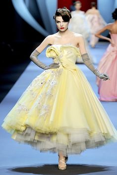 Christian Dior - Haute Couture Spring Summer 2011 - Shows - Vogue.it GORGEOUS!!!!!!!!!!