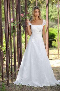 https://flic.kr/p/CdejrP | Trouwjurken | Trouwjurken vintage, Moderne Trouwjurken, Korte trouwjurken, Avondjurken, Wedding Dress, Wedding Dresses | www.popo-shoes.nl