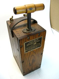 This is required equipment in every man's antique collection ~ Vintage Functional Mining New York Blasting Machine Oak Box Dynamite Diy Wood Projects, Woodworking Projects, Modern Industrial Furniture, Shop Facade, Chuck Box, Mining Equipment, Le Far West, Escape Room, Decoration