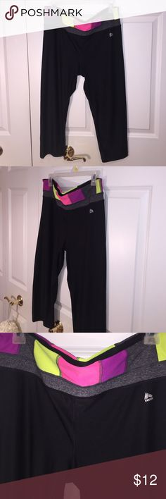 Workout pants 🎄 Cute workout pants! Stretchy and comfortable. No stains or rips! Reebok Pants