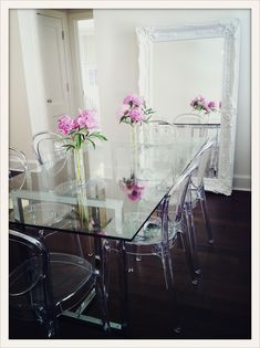Best Ideas for acrylic furniture decor ghost chairs Ghost Chairs Dining, Dining Room Chairs, Acrylic Dining Chairs, Lounge Chairs, Acrylic Chair, Acrylic Furniture, Lucite Furniture, Furniture Decor, Clear Chairs