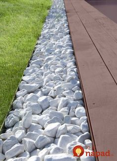 42 Amazing DIY Garden Path and Walkways Ideas a beautiful garden path would change your backyard, would direct the garden wandering, head to important areas from your garden and make … Garden Stones, Garden Paths, Back Gardens, Outdoor Gardens, Backyard Garden Design, Front Yard Landscaping, Landscaping Ideas, Landscape Design, Landscape Stairs