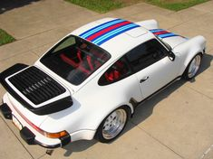 Beautiful vintage Porsche 911.  Every car looks good in a well executed Martini livery.