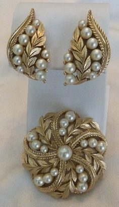 Designer Pearl Earring And Pendant Sets - Kurti Blouse India Jewelry, Pearl Jewelry, Wedding Jewelry, Antique Jewelry, Beaded Jewelry, Jewelery, Vintage Jewelry, Gold Jewelry, Gold Earrings Designs