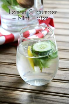 Relax and rehydrate with refreshing spa water infused with the tastes of lemon, cucumber, and mint. Lemon Cucumber Mint Water, Cucumber Detox Water, Warm Lemon Water, Drinking Lemon Water, Water 3, Fresh Water, Lemon Water Health Benefits, Lemon Benefits, Diet