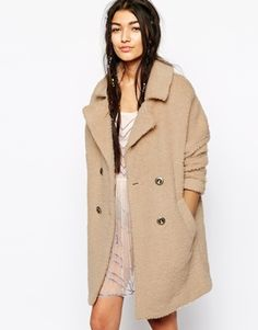 Looking for the perfect winter coat? This one from Free People is made of 100% wool. It's beautiful and has an amazing colour. Find it here: http://asos.do/qcGCF3