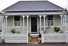 37 Trendy Exterior Villa New Zealand Exterior Color Schemes, Exterior Paint Colors, Exterior House Colors, Exterior Design, Paint Colours, Colour Schemes, Cottage Exterior, House Paint Exterior, Bungalow Exterior