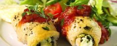 Healthy Stuffed Chicken / The Chew by Maria Menounos.low-fat feta, spinach, parsley, garlic with a red sauce made with diced mango & jalapeno The Chew Recipes, Easy Dinner Recipes, Easy Meals, Cooking Recipes, Dinner Ideas, Easy Recipes, Healthy Stuffed Chicken, Feta Chicken, Grilled Chicken