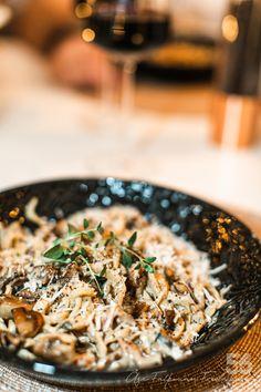 Champinjon- och baconsås till pasta - 56kilo.se - Recept, inspiration och livets goda Lchf, Dessert Recipes, Desserts, Low Carb Recipes, Feta, Risotto, Bacon, Food Porn, Cooking