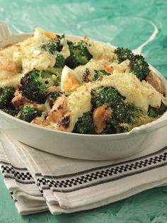 Μπρόκολο με σολομό ογκρατέν - www.olivemagazine.gr #broccoli #salmon #olivemagazinegr Broccoli, Casserole, Food And Drink, Fish, Vegetables, Cooking, Recipes, Ideas, Kitchen