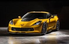 2015 Chevrolet Corvette Zo6... 6.2 liter supercharged V8 engine with 625 horsepower wat?? are you serious?? WOW.....