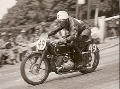 george meier going down bray hill on his way to winning the 1939 TT